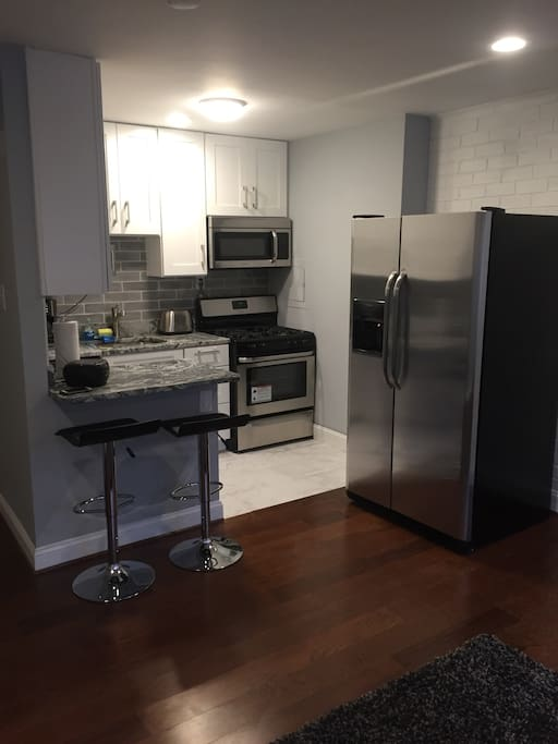 brand new microwave,gas stove,fridge with ice maker