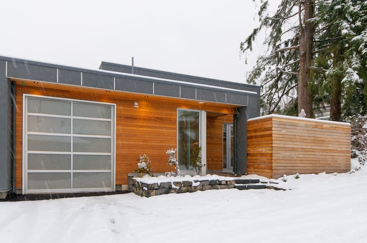 New, Modern & Chic Laneway Home - Central Location - North Vancouver - Hus