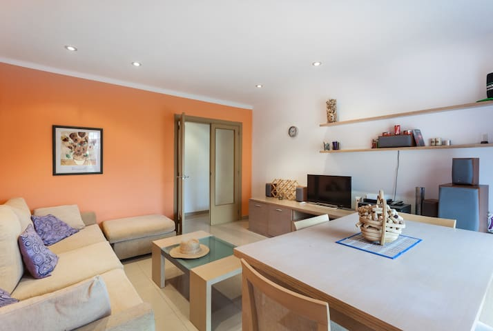 Sunny  bedRoom withWIFI and terrace - Canet de Mar - Apartment