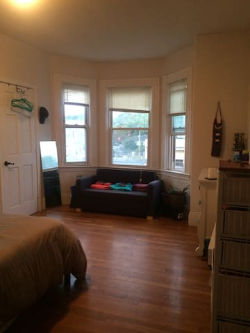 Comfy large room near everything