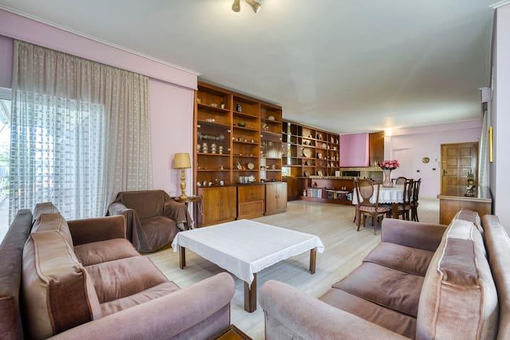 Quiet 155 sq.m. apartment near metro (#3), airport