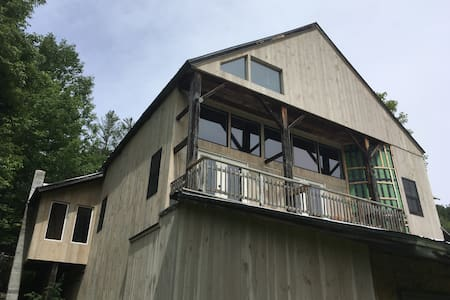 Renovated Barn - Ride to Green Mountain Trails!