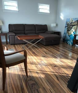 Sunny Modern 2 Bdrm 4 Minutes To Bedford NS