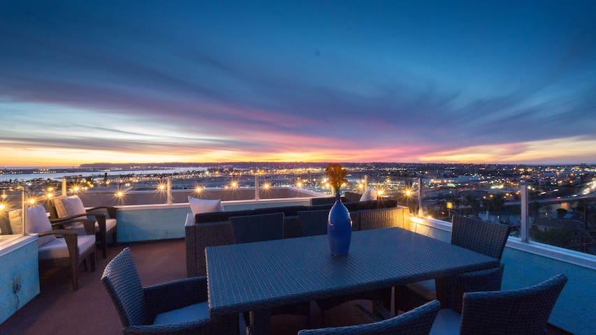 HUGE 5BR! Sleep 15! Rooftop! Ocean+Downtown Views!