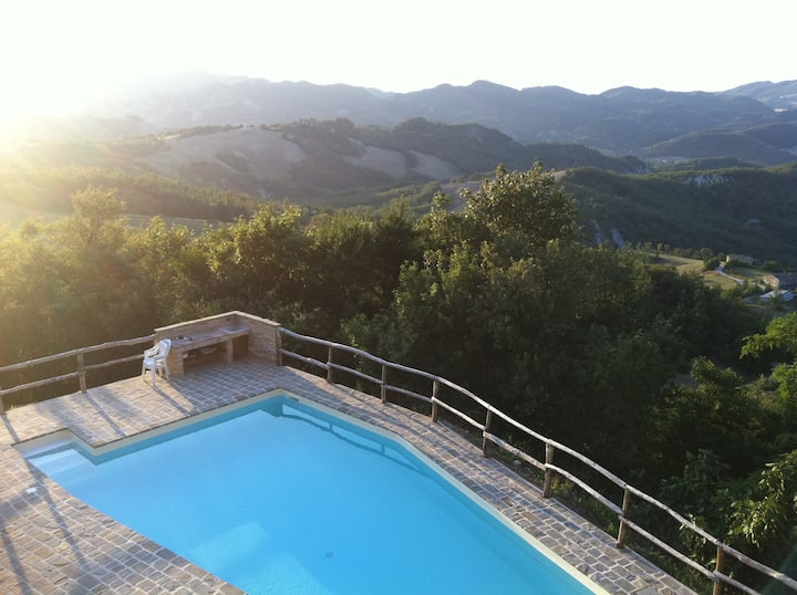 LUXURY COWNTRYHOUSE  magnificent view (URBINO)