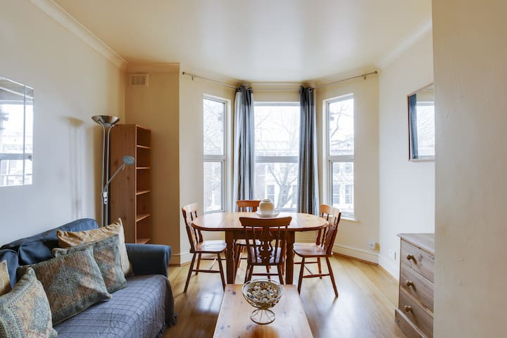 2 Bedroom Home in Hammersmith - 4 guests!