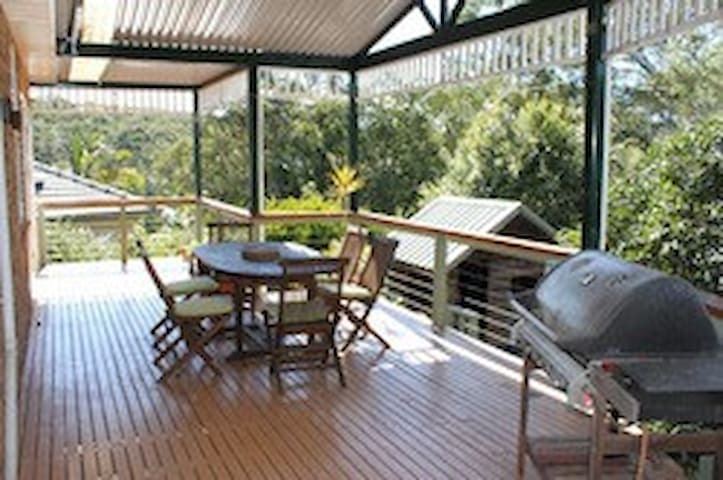 A leafy, comfortable home close to Sydney sights - Gladesville - Talo