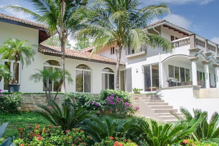 Casa Guacalito - Beachfront villa, sleeps 8