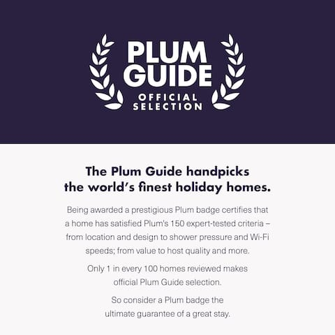 """Home selected by the PLUM GUIDE. The top 1% appartement in Paris ! Find us as """"A BLUE WAVE OF TECHNOLOGY"""""""