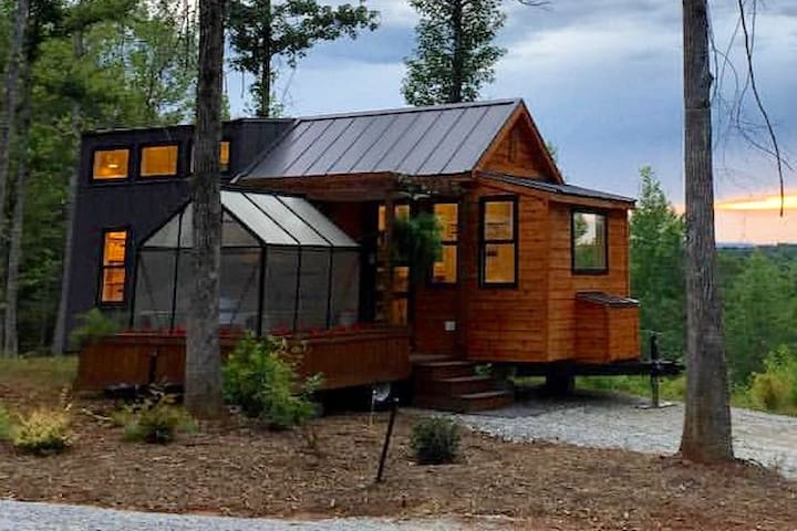 THE SWEDISH RETREAT(HGTV tiny house big living)