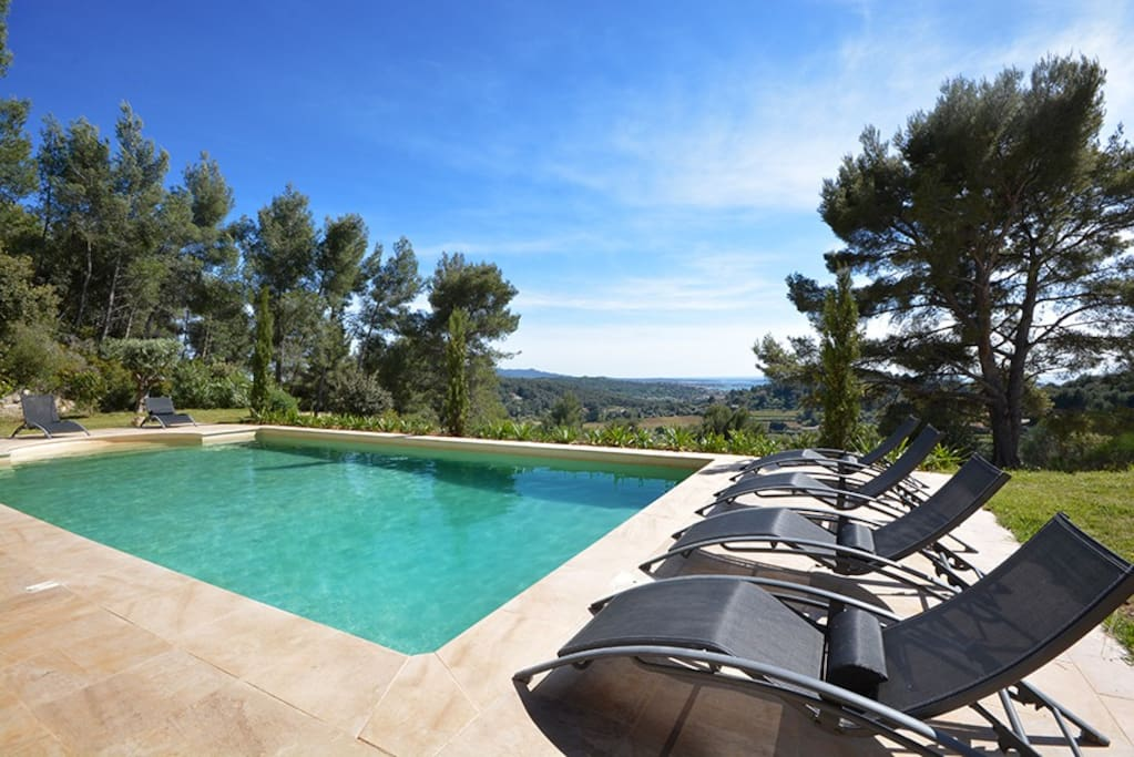 House of great luxury houses for rent in sanary sur mer for Piscine sanary