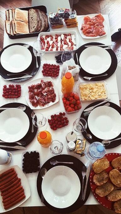 Une grande table pour pouvoir faire de superbes brunch !