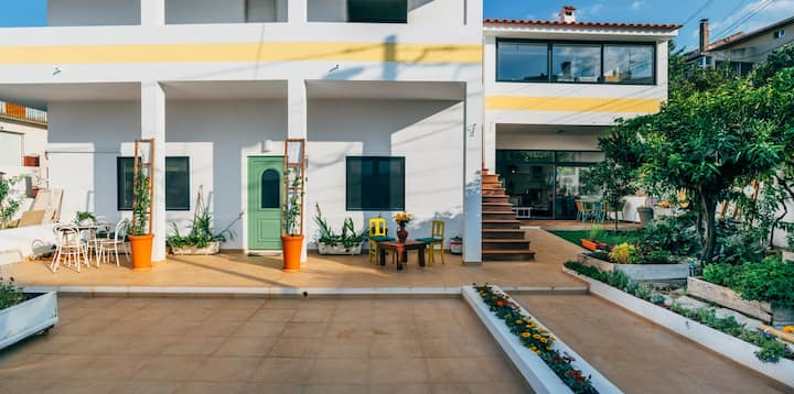 A Vegetarian Beautiful House in Belmonte - Yellow