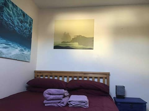 Cosy doubleroom 1min from Porthcressa/Town beaches