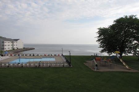Lake Erie Waterfront Condo w/ Pool & Private Beach - Port Clinton - Lägenhet