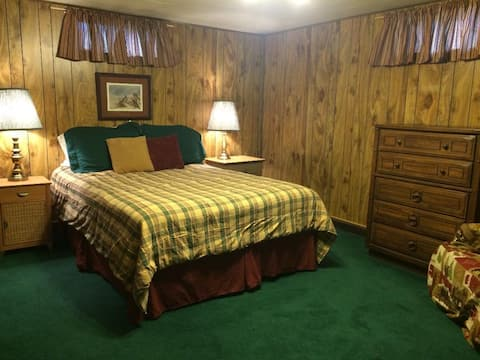 Private basement suite near Whitworth University.