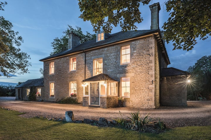 Farmhouse Stay in Stamford with Large Hot Tub