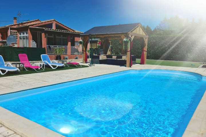 Tasteful Villa in Cambieure with Jacuzzi