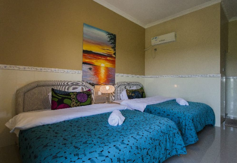 田园阳台房,双1.5米床,带超大阳台,景观好,五星级床上用,卫星电视,独立卫生间