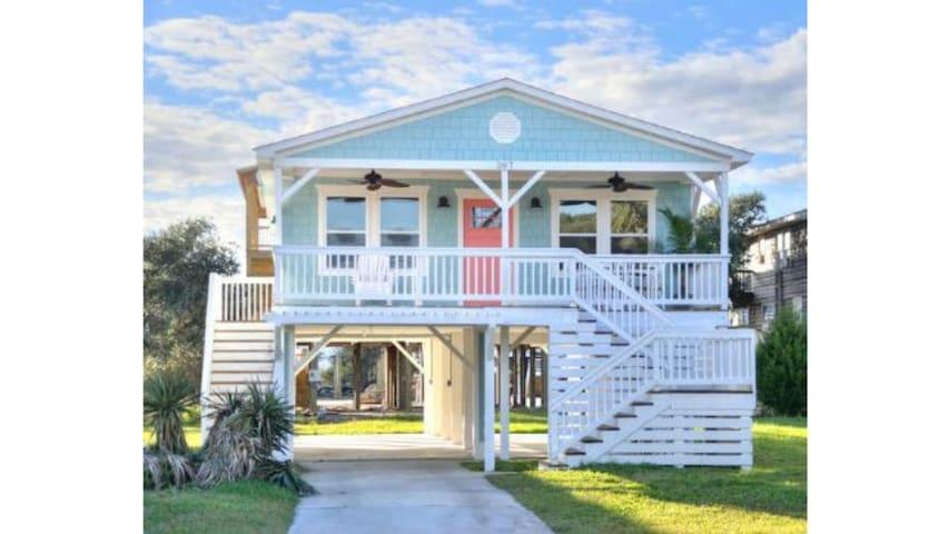 "Make ""1 Cute Classy Coastal Cottage"" Your Choice"
