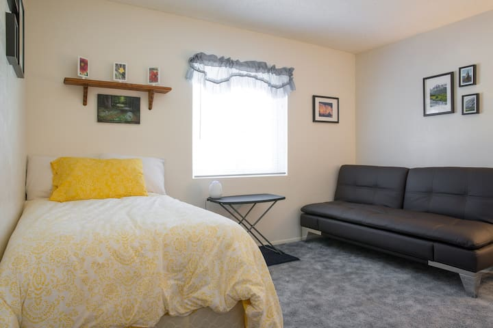 Newly Renovated 1500 sq ft -3 Bed Peaceful Home