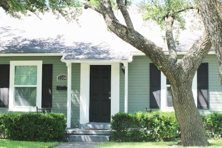 The Central Cottage: 7min to Silos/Downtown/Baylor