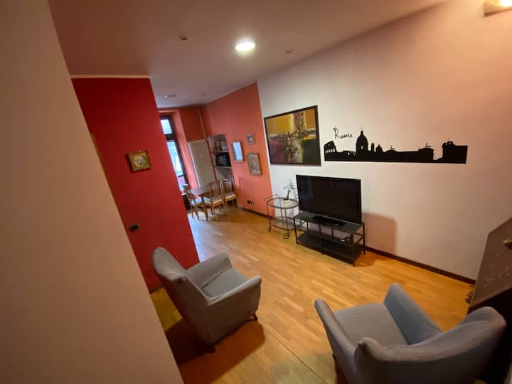 Bright apartment near metro