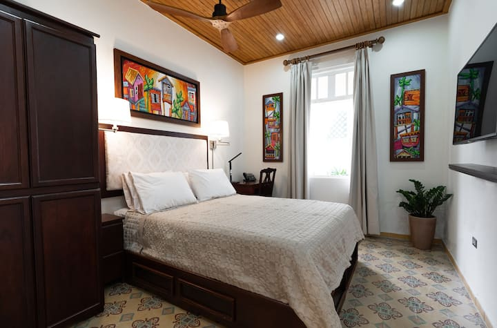 Casa Wilson Guest House, Deluxe Rooms | Queen Beds