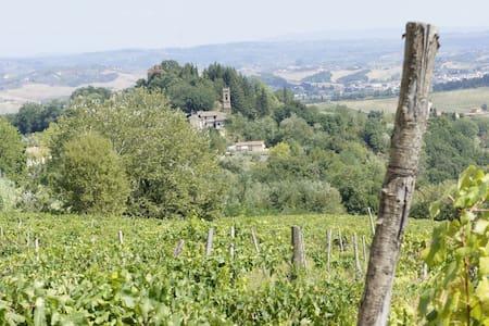Borgo dei Nobili  Torre  del Castello dei Conti