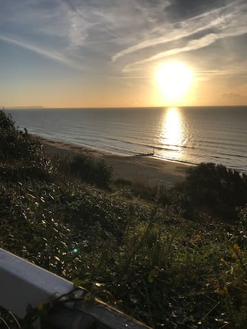 Fabulous 4 Bedroom House in Sunny Southbourne