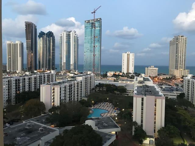 High Rise 2/2 Modern w Ocean View - Sunny Isles Beach - Apartament