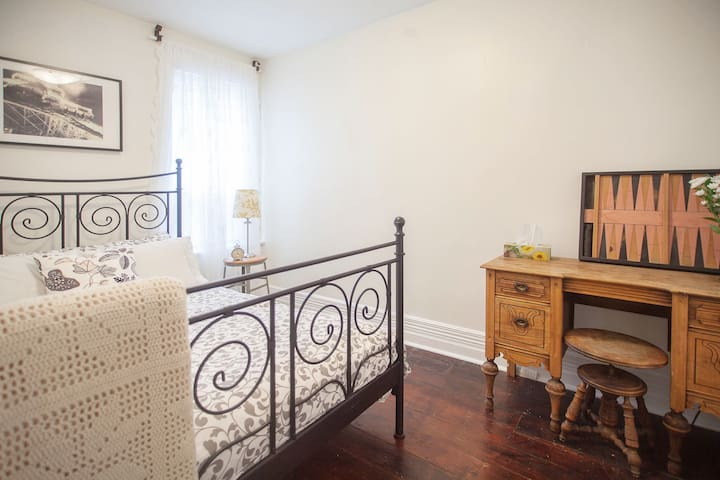 Private Victorian 2 bedroom flat