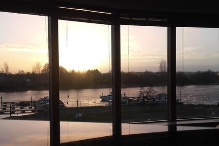Private en suite room (king)  + balcony + views - Athlone - 公寓