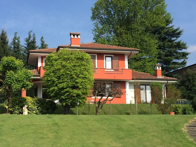 Villa with private garden near Orta - Armeno