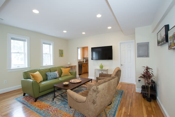 1 Month Min. Stays in Adams Morgan - Entire Apt.