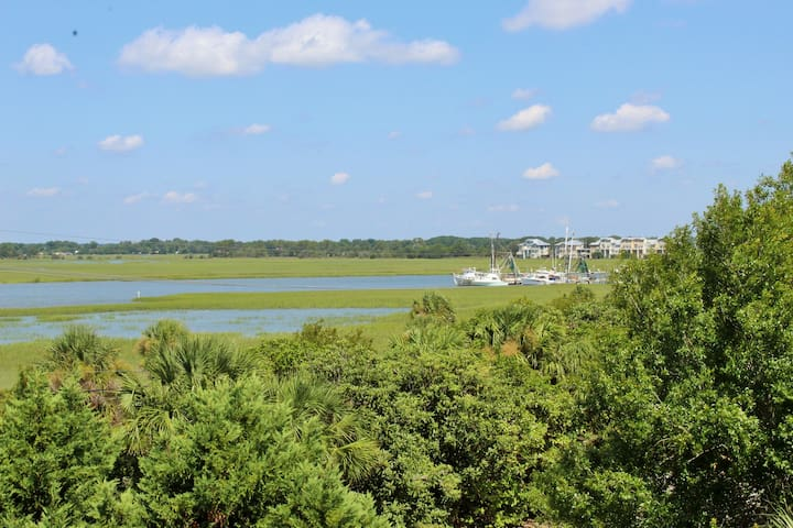 1 to Sea: Comfy Condo w/Relaxing Marsh Views