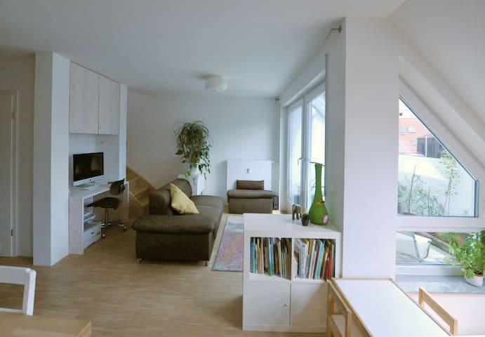 Helle ruhige Maisonette-Wohnung - optimal gelegen!
