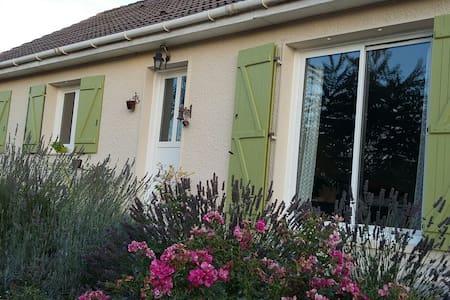 """Chambre d'hôtes """"La Damvillaise"""" - Damville - Bed & Breakfast"""