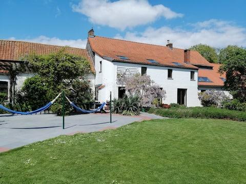 House 15min from PairiDaiza + indoor swimming pool
