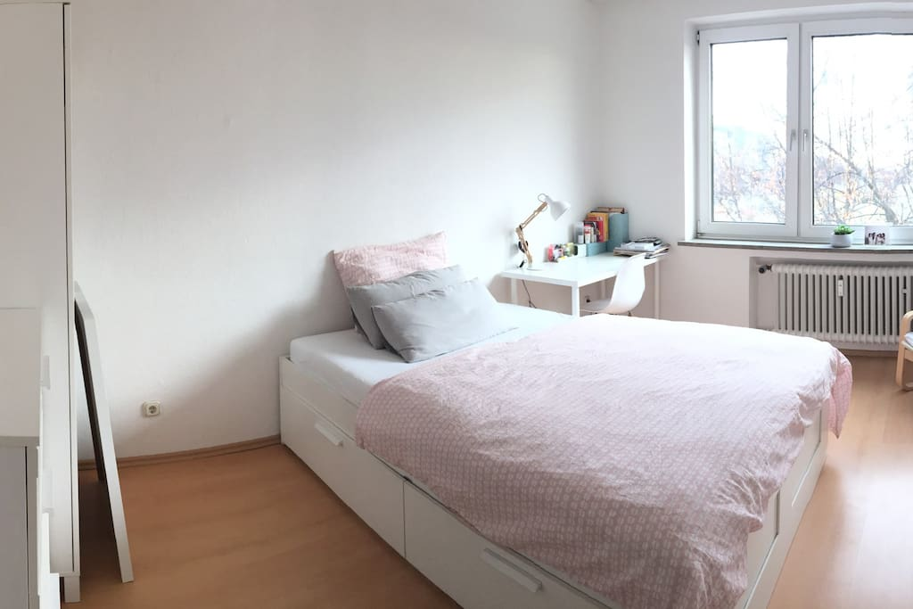 Rented room: max for 2 persons, bed size is 140 x 200.