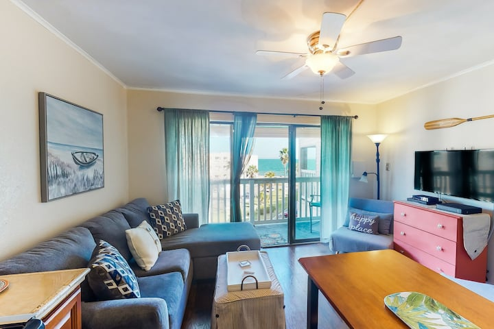 Fourth-floor condo w/shared pool, free WiFi, central A/C, & private washer/dryer