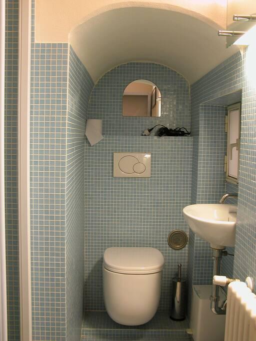 Bagno privato in camera con doccia