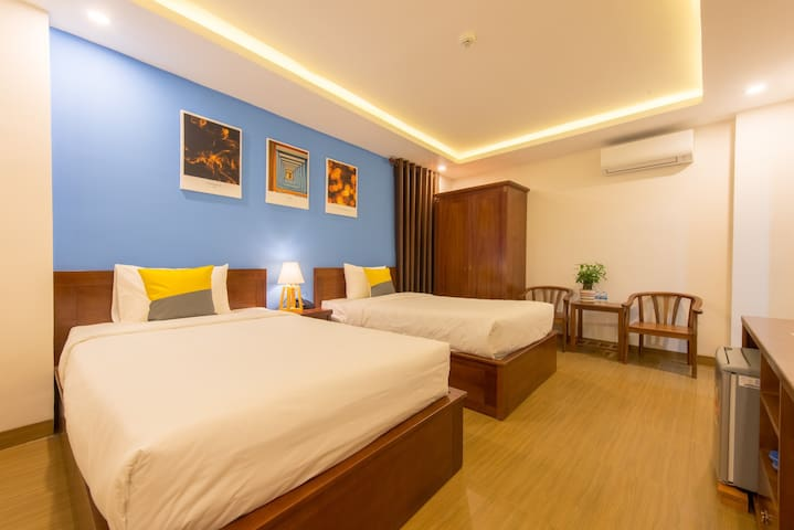 Twin bed room-5 minutes walking to My Khe Beach