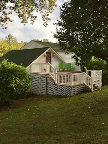 Guesthouse on Secluded 5 Acre Farmhouse Property - Madison