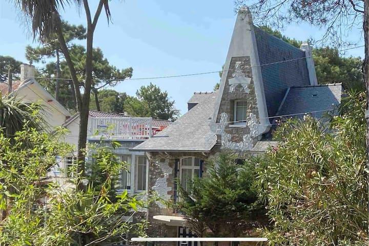 Villa bauloise avec rooftop quartier des oiseaux