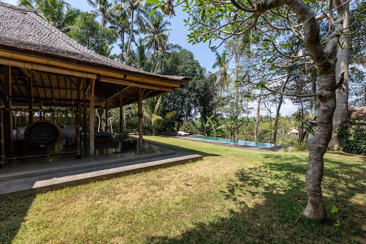 ☆ Lush Ubud Escape with a stunning Jungle view ☆