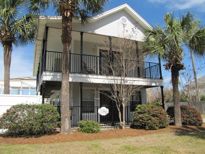 Serenity Cottage*Walk to the beach 130 yards*Private Pool*3BR/3BA*Sleeps 9