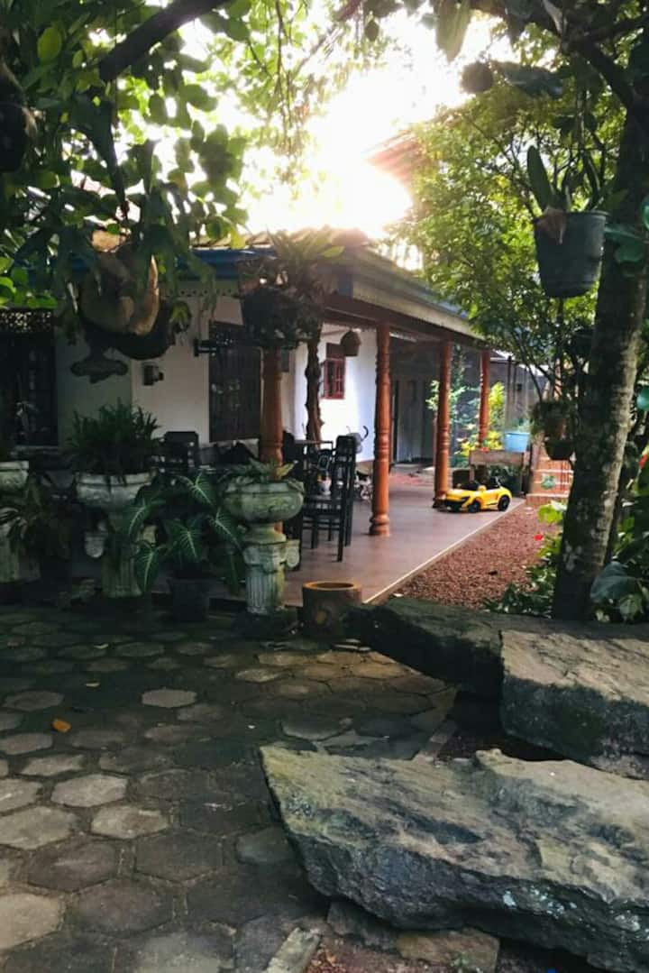 Shady Cottage - 1 km away from Ahangama Beach.
