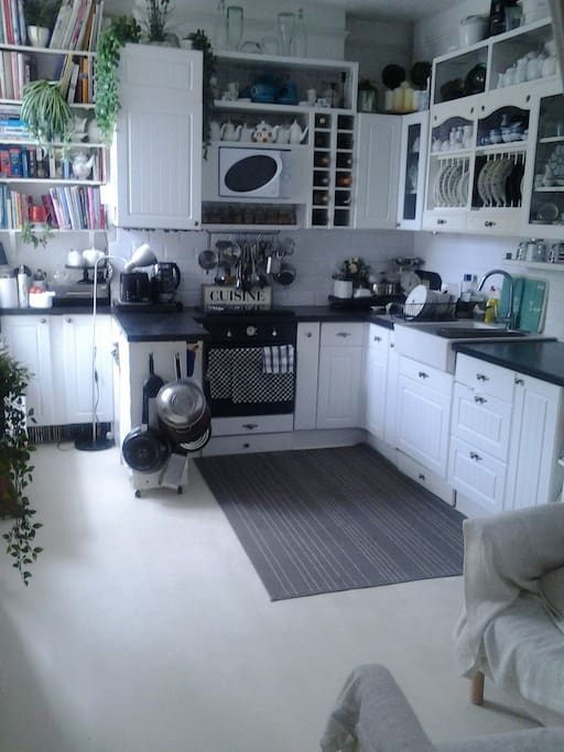 Kitchen/diner: Breakfast and informal socialising.  Room also contains armchairs making comfortable seating for guests.