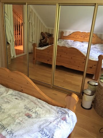 Room with double bed 20 min outside fr. Gothenburg - Ale N